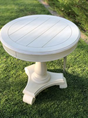 Cottage style accent table for Sale in Fresno, CA