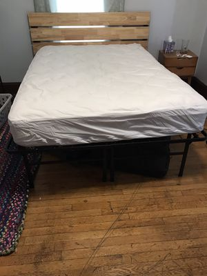 Zinus Smartbase 18 inch full size frame & mattress for Sale in Medford, MA