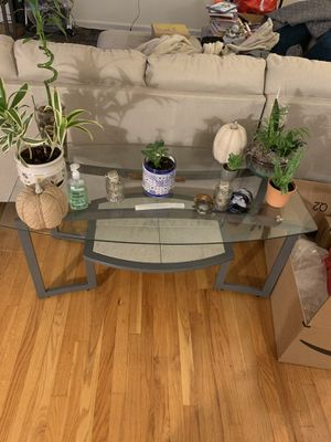 2 end tables and a coffee table set for Sale in Staten Island, NY