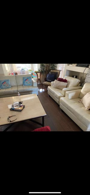 White leather couch set for Sale in Thousand Palms, CA
