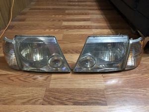 2002 2003 2004 2005 FORD EXPLORER HEADLIGHTS for Sale in Dallas, TX