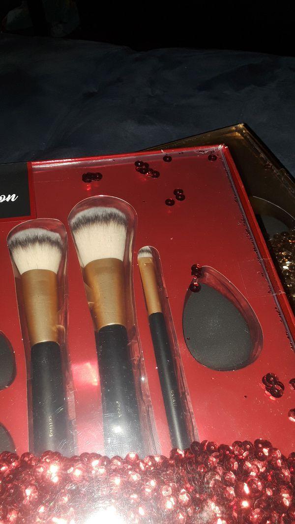 Polish'd Mega Collection makeup brushes and blenders