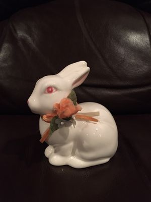 LEFTON 06005 PORCELAIN BUNNY RABBIT for Sale in Wichita, KS