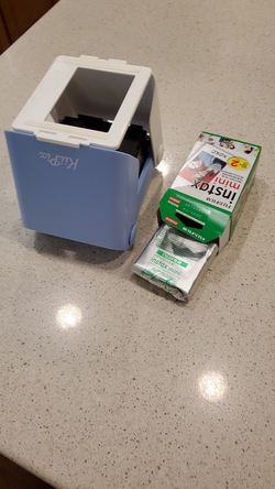 Poloroid picture camera with 10 pack film for Sale in Milpitas,  CA