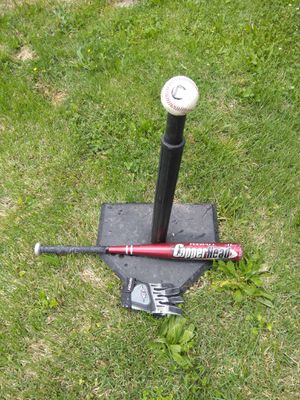 BASEBALL TEE AND TEE-BALL BAT. READ DETAILS for Sale in St. Louis, MO