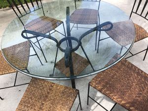 """Glass kitchen table 44"""" diameter wide 1"""" inch thick for Sale in Delray Beach, FL"""