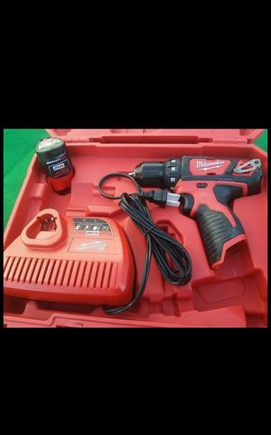 MILWUAKEE M12 CORDLESS SPEED DRILL DRIVER KIT BATTERY BRAND NEW for Sale in San Bernardino, CA