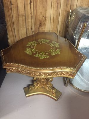 Gold Antique table for Sale in Sterling Heights, MI