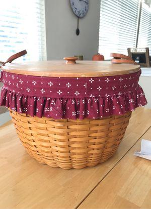 "17"" Longaberger basket with lid for Sale in STEVENSON RNH, CA"