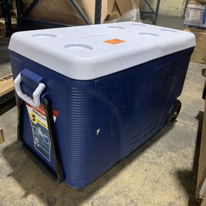 Rubbermaid 75 Qt. Blue Wheeled Cooler for Sale in Commerce, CA