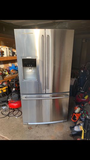 Electrolux Counter depth Refrigerator for Sale in Woodbridge, VA