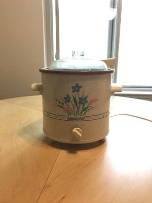 Small crockpot for Sale in Glen Burnie, MD