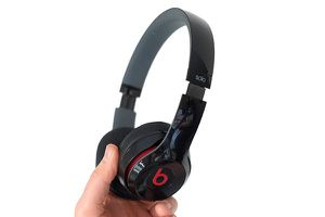 Beats solo 2 wireless for Sale in Fresno, CA