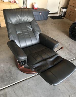 Beautiful recliner for Sale in Avondale, AZ