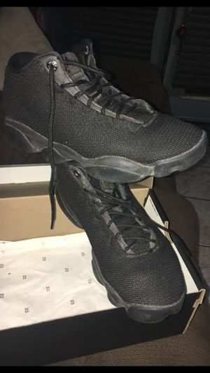 Jordan Horizon Low. In Excellent Condition. Women Size 7 or Boys Size 5.5. Color is Black on Black. If You See It Posted, Yes It's Still Available for Sale in South Gate, CA