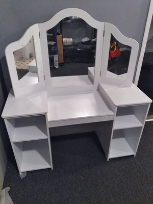Kids Tri Folding Mirror Makeup Dressing Vanity Table Set for Sale in Fontana, CA