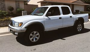 OWNER VEHICLE TACOMA TOYOTA 2003 for Sale in Cleveland, OH