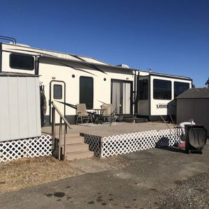 2017 forest river wildwood lodge By Forest River 44ft TrAiler for Sale in Modesto, CA