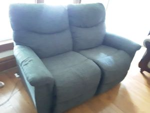 Reclining loveseat for Sale in Columbus, OH