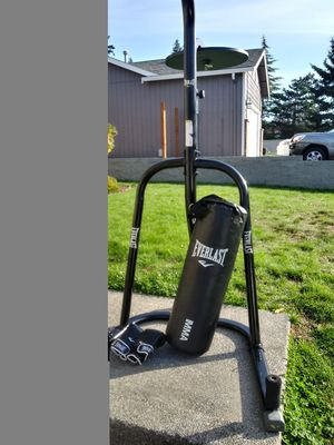 Everlasting punching bag with stand and a pair of gloves for Sale in Edgewood, WA