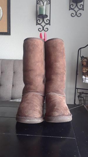 Authentic UGG Women's sz 9 for Sale in San Diego, CA