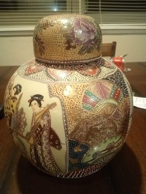 Hand Painted Oriental Vase for Sale in Kentwood, MI