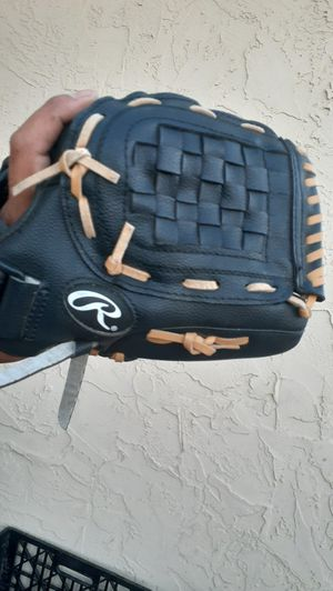 Rawlings baseball glove for Sale in San Diego, CA