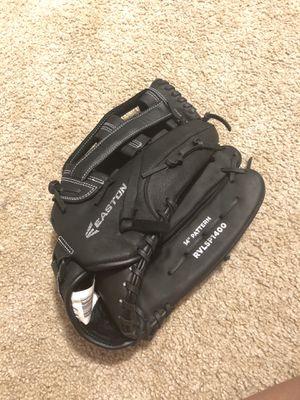 "Easton 14"" softball glove for Sale in Tacoma, WA"