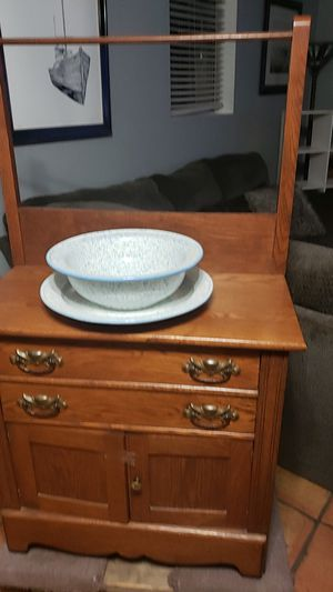 Antique wash cabinet and towell rack. for Sale in Scottsdale, AZ