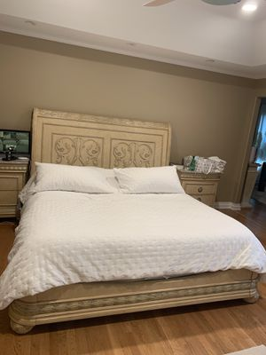 King Bed Frame With Mattress for Sale in Livonia, MI
