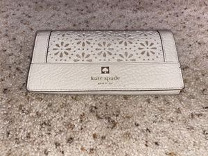 Tan Kate spade full flap wallet for Sale in Pittsburg, CA