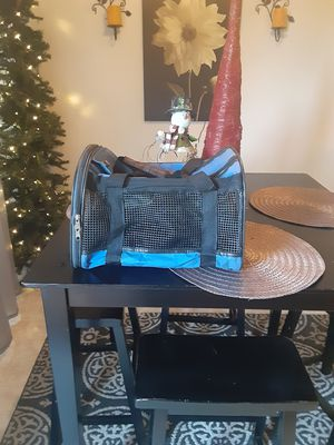 SMALL ANIMAL CRATE . USED BUT GOOD CONDITION LIGHTWEIGHT. for Sale in Riverside, CA