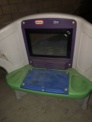 Kid desk for Sale in Fontana, CA