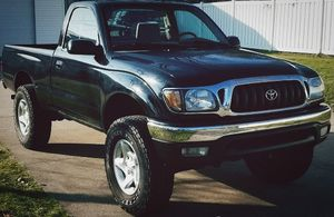 TOYOTA TACOMA 2001 - Excellent Interior. Under-body is very clean. for Sale in Orlando, FL