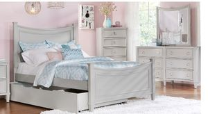 Beautiful gently used Rooms to Go full size trundle bed, currently used as storage but fits a twins sized mattress. Includes dresser with mirror. Bot for Sale in Bradenton, FL