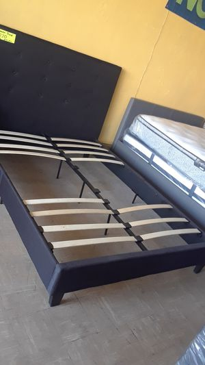 QUEEN BED. ( NO MATTRESS) for Sale in San Bernardino, CA