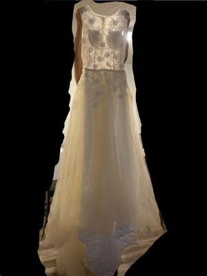 Wedding dress with long tail NEW for Sale in National City, CA