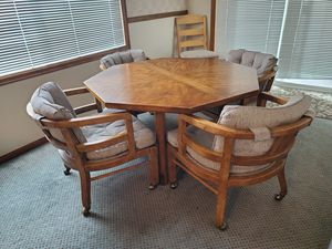 Table & Chairs for Sale in Leavenworth, WA