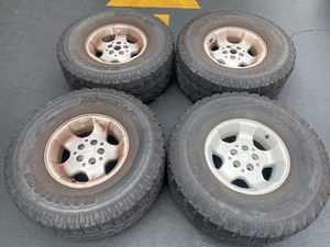 """(4) 15"""" Jeep Wheels 33x12.50R15 Pro Comp tires - $180 for Sale in Santa Ana, CA"""