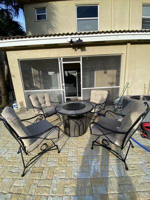 Patio furniture set & fire pit for Sale in Pembroke Pines, FL