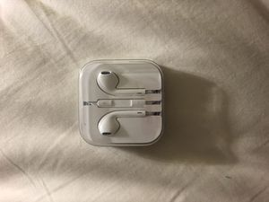 EarPods with 3.5 mm headphone plug for Sale in Houston, TX