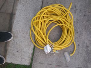 100ft 12G extension cord with 3 pong for Sale in Los Angeles, CA