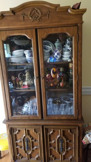 Antique China cabinet, lighted for Sale in St. Louis, MO