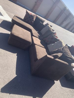 Comfortable sectional couch with ottoman like new for Sale in Phoenix, AZ