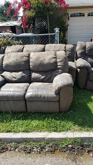 Free 3 piece reclining couches for Sale in San Bernardino, CA