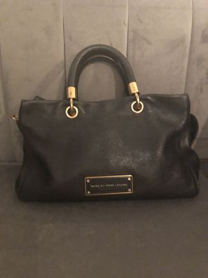 Marc Jacobs black leather purse with removable strap for Sale in Chicago, IL