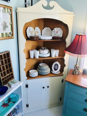 Farmhouse white solid wood corner china cabinet for Sale in Kensington, MD