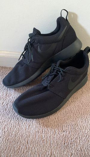 NIKE black gym shoes for Sale in Redford Charter Township, MI