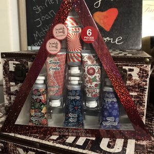 6 Piece hand Lotion Set Vanilla Noel, Sugar Cookie, Peppermint Dreams, Gingerbread, Snowflake Bliss, Jolly Holly for Sale in Elma, WA