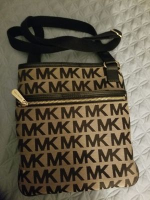 Michael Kors crossover Handbag for Sale in Federal Way, WA